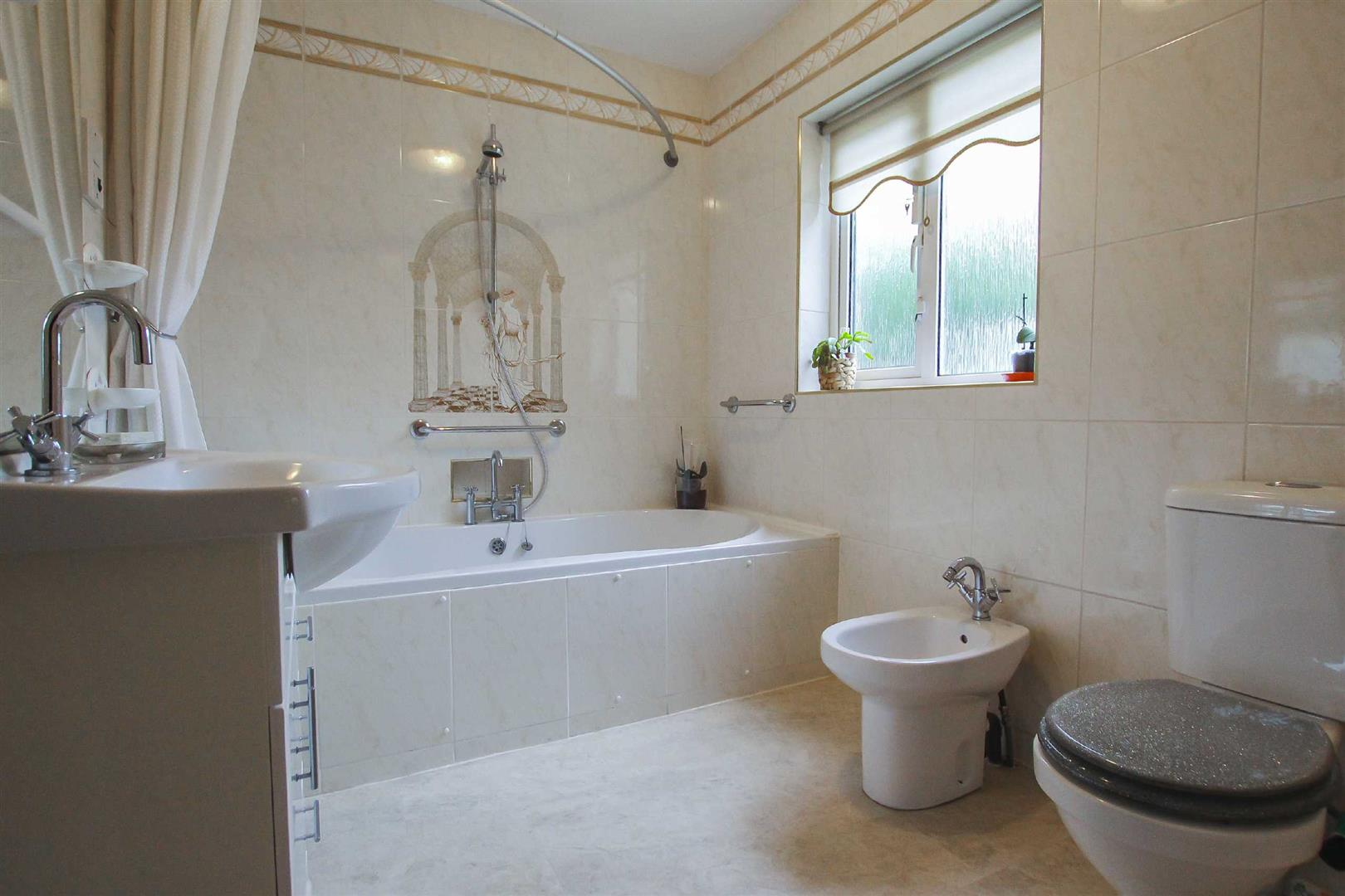 5 Bedroom Detached House For Sale - Image 13
